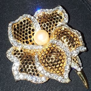 Vintage Flower Gold Tone w Pearl & crystals Brooch